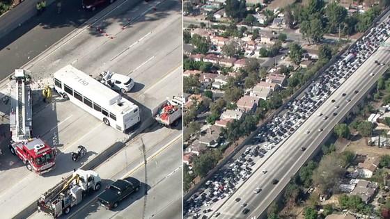 Đâm xe liên hoàn tại Los Angeles, khoảng 40 người bị thương ảnh 1