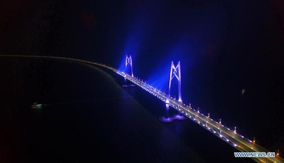 Trung Quốc khánh thành cây cầu vượt biển dài nhất thế giới nối Hong Kong với đại lục ảnh 16