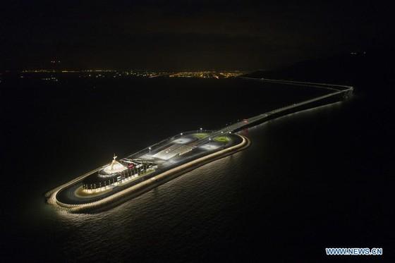 Trung Quốc khánh thành cây cầu vượt biển dài nhất thế giới nối Hong Kong với đại lục ảnh 4
