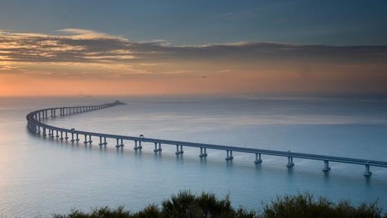 Trung Quốc khánh thành cây cầu vượt biển dài nhất thế giới nối Hong Kong với đại lục ảnh 11