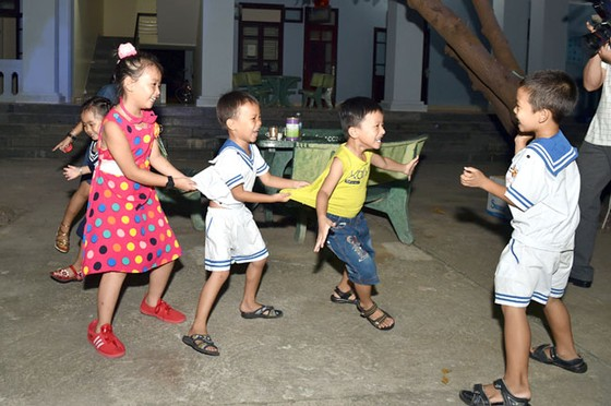 Những đứa trẻ của Trường Sa ảnh 1