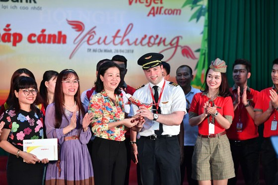 CBNV HDBank, Vietjet chắp cánh ước mơ cho người khuyết tật ảnh 1