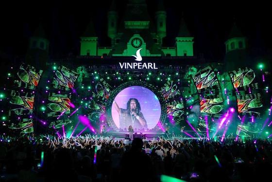 Hàng ngàn khán giả Vinpearl cháy hết mình cùng đêm nhạc Boney M ảnh 3