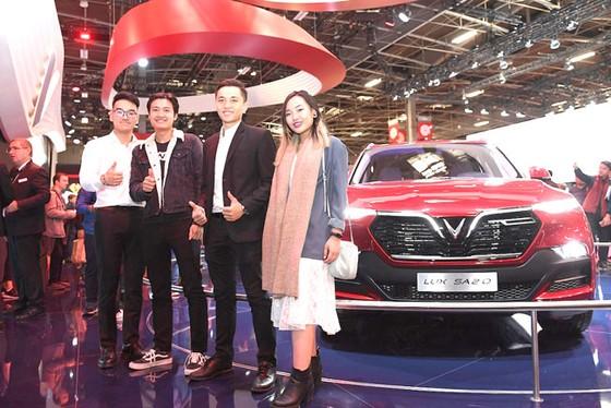Cộng đồng người Việt đến Paris xem xe VinFast  ảnh 6
