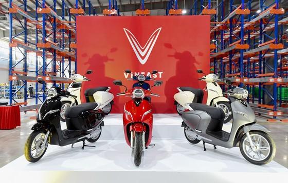 VinFast ra mắt 3 dòng sản phẩm ô tô, xe máy điện ảnh 2