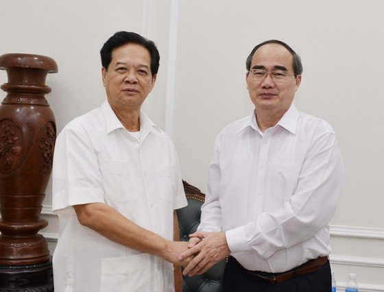 Bí thư Thành ủy TPHCM Nguyễn Thiện Nhân thăm, chúc Tết nguyên Thủ tướng Nguyễn Tấn Dũng ảnh 1