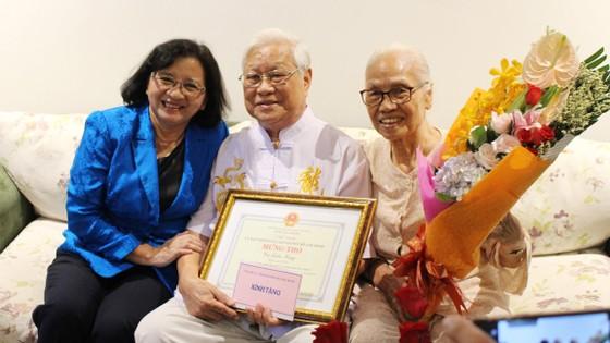 Phó Bí thư Thường trực Thành ủy TPHCM Tất Thành Cang thăm, chúc thọ người cao tuổi ảnh 3