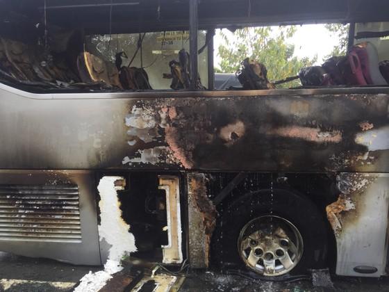 Xe khách bốc cháy, hàng chục người may mắn thoát chết ảnh 5