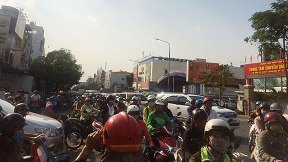 Cháy tiệm tân trang xe máy ở Gò Vấp, nhiều người hoảng hốt cầu cứu ảnh 2