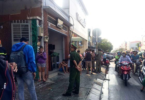 Cháy tiệm tân trang xe máy ở Gò Vấp, nhiều người hoảng hốt cầu cứu ảnh 4