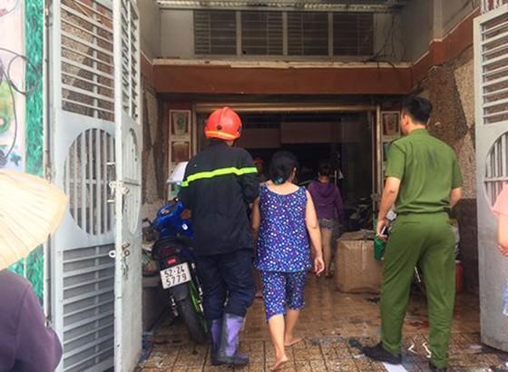 Cháy tiệm tân trang xe máy ở Gò Vấp, nhiều người hoảng hốt cầu cứu ảnh 1