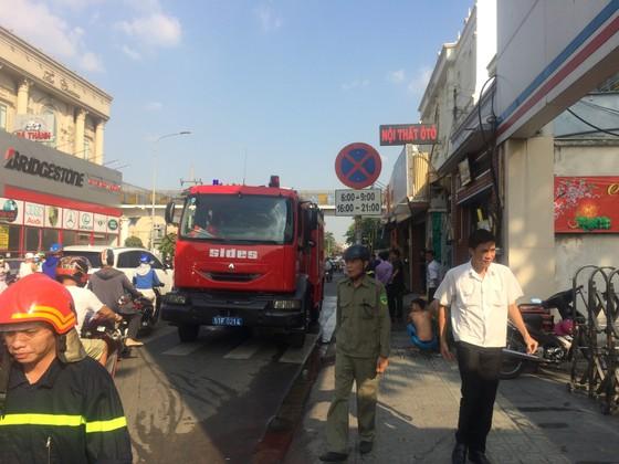 Cháy tiệm tân trang xe máy ở Gò Vấp, nhiều người hoảng hốt cầu cứu ảnh 3