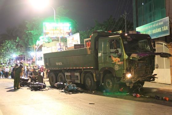 """Khởi tố tài xế xe ben """"điên"""" tông nhiều xe máy khiến 1 người chết, 5 người bị thương ảnh 1"""
