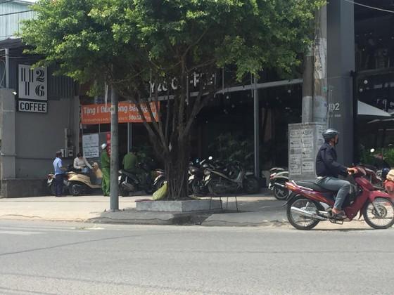 Hai nhóm thanh niên hỗn chiến giữa trưa ở quán cà phê ảnh 1