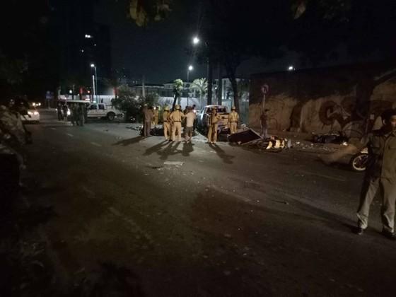 Xe bán tải húc hàng loạt xe máy lúc rạng sáng, 2 người chết ảnh 4