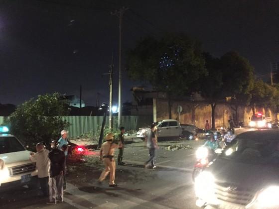 Xe bán tải húc hàng loạt xe máy lúc rạng sáng, 2 người chết ảnh 2