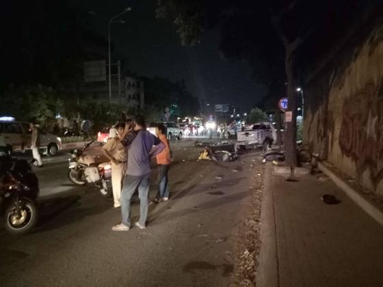 Xe bán tải húc hàng loạt xe máy lúc rạng sáng, 2 người chết ảnh 6