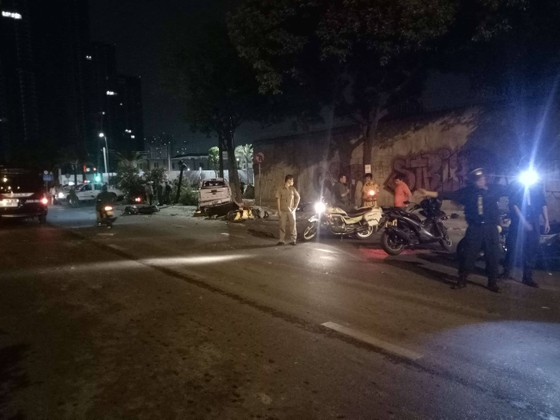 Xe bán tải húc hàng loạt xe máy lúc rạng sáng, 2 người chết ảnh 10