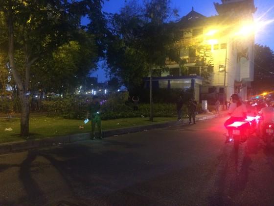 Hỗn chiến kinh hoàng giữa đường phố quận 3, nhiều người bị thương ảnh 4