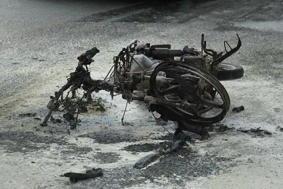 Xin lỗi vi phạm giao thông không được, nam thanh niên đốt xe ảnh 1
