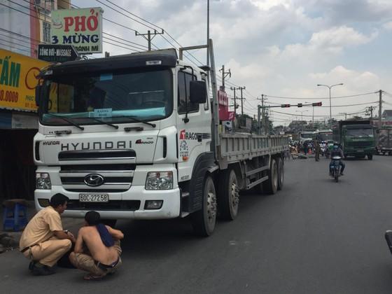 Nữ sinh tử vong dưới bánh xe tải, Quốc lộ 1K ùn ứ kéo dài ảnh 1