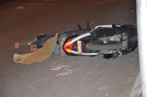 Truy tìm tài xế điều khiển xe tải cán chết một người đàn ông ở quận 2, TPHCM ảnh 1