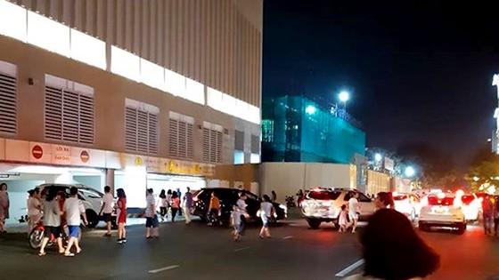 Nghe chuông báo cháy ở trung tâm thương mại Crescent Mall, hàng ngàn người tháo chạy tán loạn ảnh 3