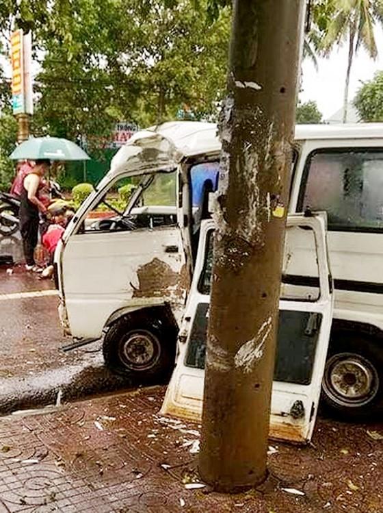 Ô tô mất lái tông trụ điện, tài xế tử vong tại chỗ ảnh 1