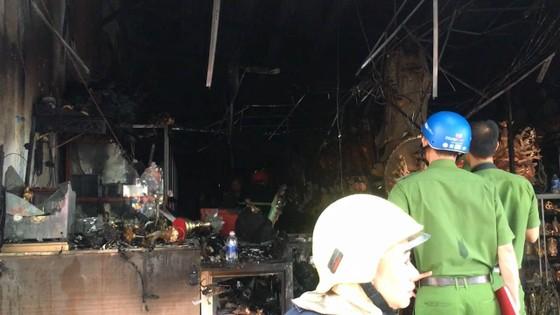 Cháy lớn tại cửa hàng đồ gốm sứ quận 10, nhiều người hoảng sợ ảnh 9