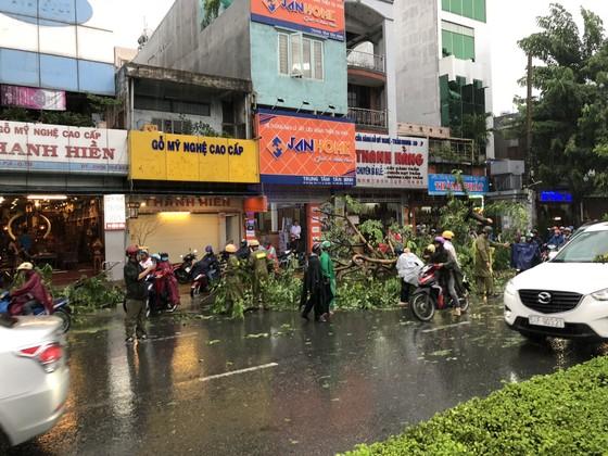Cửa ngõ sân bay Tân Sơn Nhất rối loạn do ngập nước kết hợp với kẹt xe ảnh 19