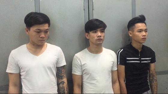 Bắt nhóm thanh niên đánh, cướp tài sản người nước ngoài ở quận 2 ảnh 1