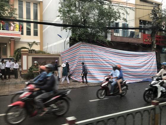 Diễn biến mới vụ nổ trước trụ sở Công an phường 12, quận Tân Bình ảnh 2