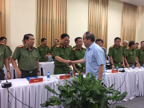 Công an TPHCM họp báo vụ nổ ở trước trụ sở công an phường 12, quận Tân Bình ảnh 1