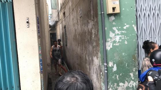 Cháy gần chợ Hòa Hưng quận 10, nhiều người hoảng sợ ảnh 5
