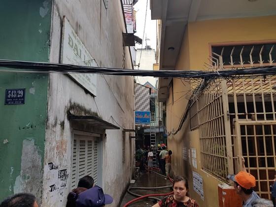 Cháy gần chợ Hòa Hưng quận 10, nhiều người hoảng sợ ảnh 6