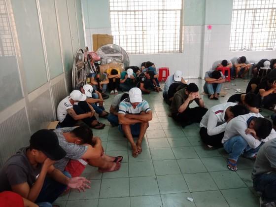 Kiểm tra quán bar Đông Kinh, phát hiện 95 người dương tính ma túy ảnh 3