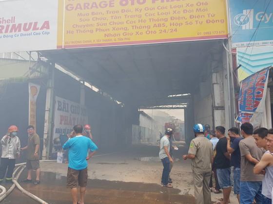 Hàng trăm cảnh sát tham gia chữa cháy ở xưởng gỗ gần siêu thị Coop Mart ở TPHCM ảnh 5