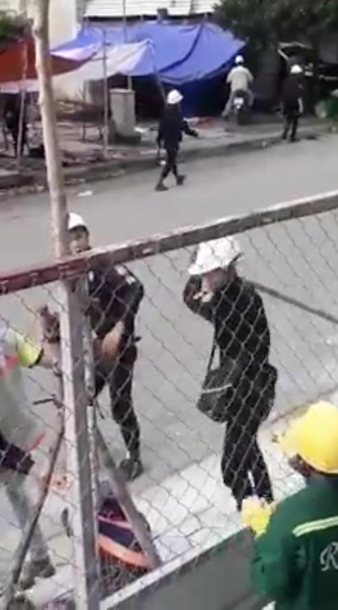 Hai công nhân bị nhóm người mặc đồ bảo vệ đánh gục ở quận 2 gây xôn xao dư luận ảnh 3
