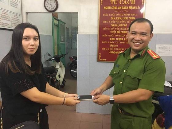 Bắt hai người phụ nữ trộm tài sản của nữ du khách nước ngoài ảnh 2