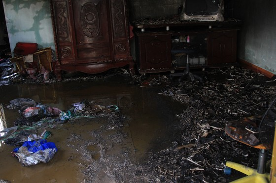 Cháy nhà dân ở quận Thủ Đức, nhiều người hốt hoảng ảnh 5
