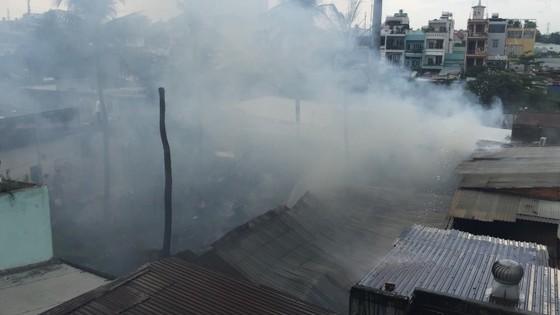 Cháy nhà dân ở chân cầu Bình Lợi, Bình Thạnh ảnh 3