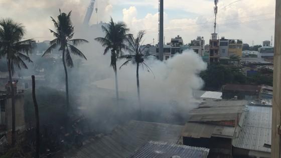 Cháy nhà dân ở chân cầu Bình Lợi, Bình Thạnh ảnh 4