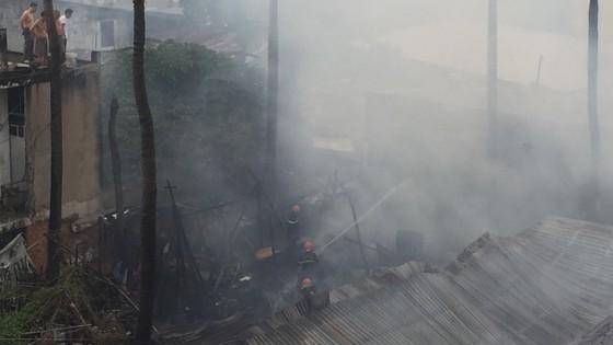 Cháy nhà dân ở chân cầu Bình Lợi, Bình Thạnh ảnh 5