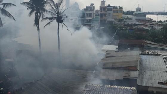 Cháy nhà dân ở chân cầu Bình Lợi, Bình Thạnh ảnh 6
