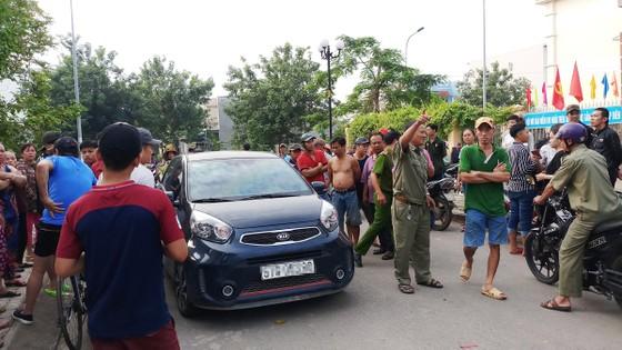 Người đàn ông tử vong trong tư thế treo cổ cạnh xe ô tô với 2 lá thư ảnh 2