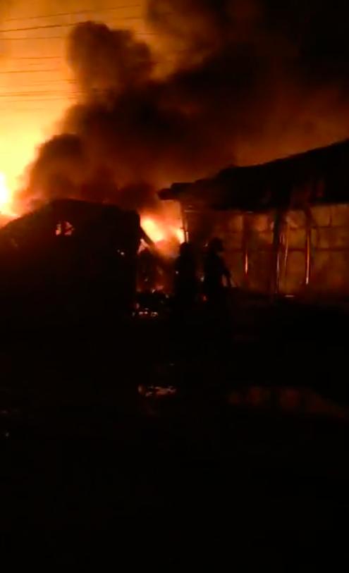   Đồng Nai: Xưởng gỗ bốc cháy dữ dội trong đêm ảnh 3