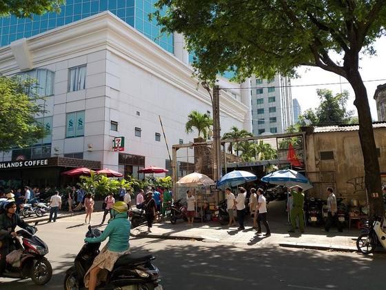 Người đàn ông nghi nhảy lầu tự tử tại toà nhà Saigon Trade Center ảnh 2