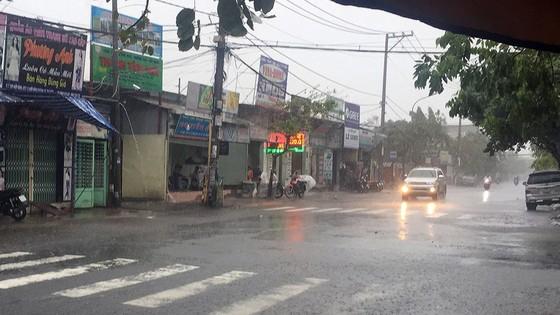 Bão số 9 khiến TPHCM mưa tầm tã không ngớt, nhiều đường ngập nặng ảnh 4