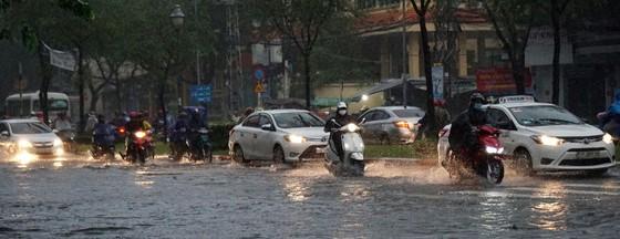 Bão số 9 khiến TPHCM mưa tầm tã không ngớt, nhiều đường ngập nặng ảnh 7