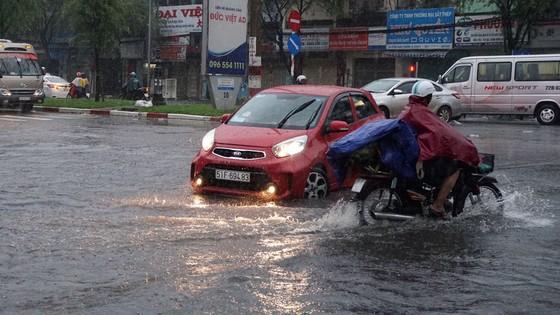Bão số 9 khiến TPHCM mưa tầm tã không ngớt, nhiều đường ngập nặng ảnh 9